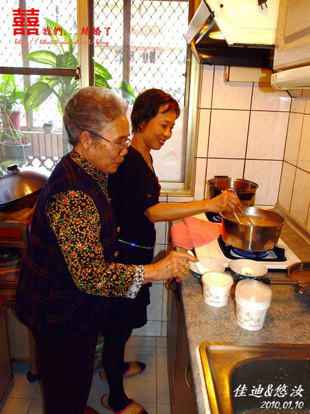 準備甜湯的阿嬤&撲媽(PUMA)