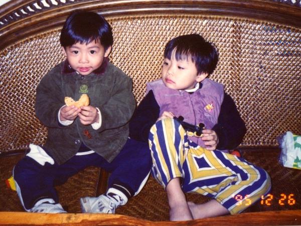 這是寶貝 & 小亨亨十四年前的照片