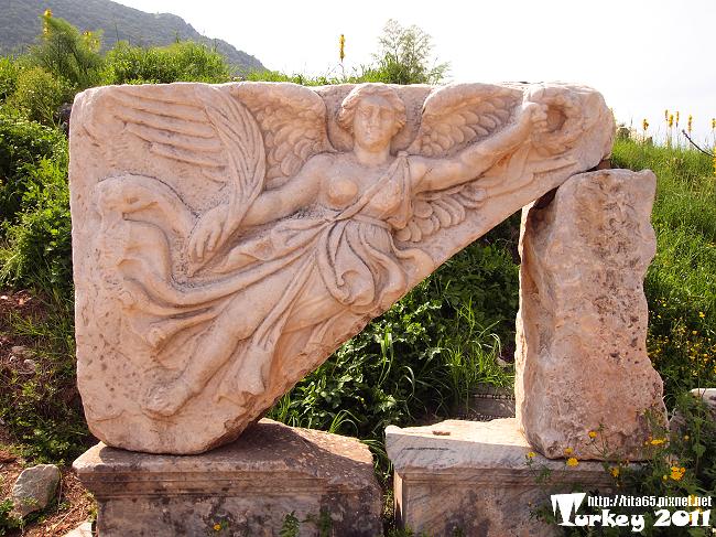 勝利女神浮雕