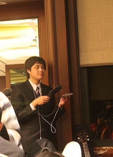 2010 TITC Thanksgiving party 沛錦科技感恩禮拜音樂會--IC之音李知昂做節目錄音