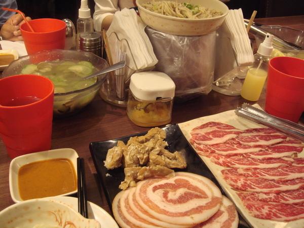 一堆堆的肉.JPG