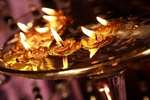 原來,我買得金色玫瑰蠟燭,都燃燒了~我本來只是想要擺一擺啊!