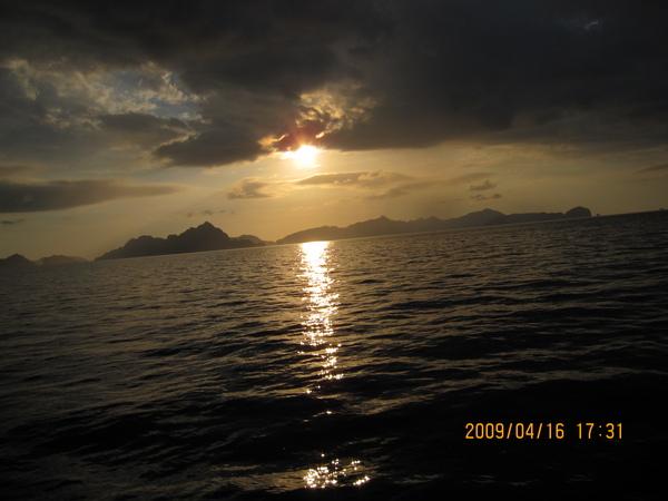其實不是夕陽,但是莫名其妙的出現山寨夕陽的感覺