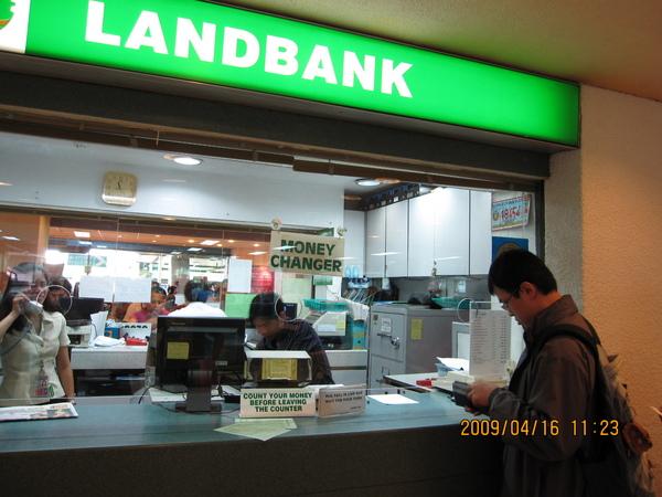 請在台灣換好美金,再到菲律賓換披索…省錢達人經驗談