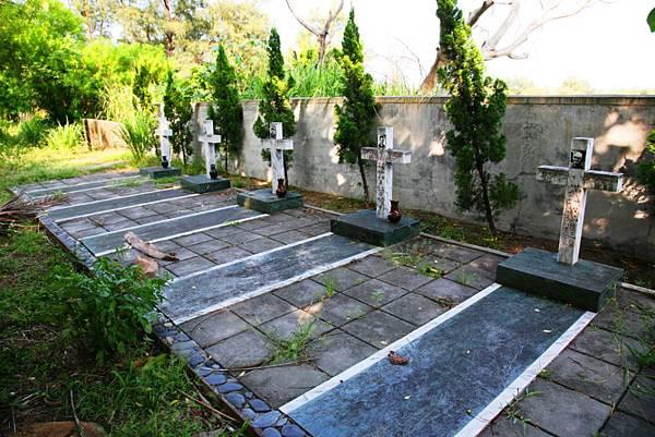 小馬天主堂神父墓園