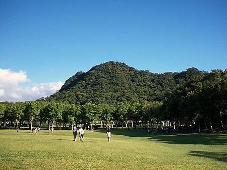 800px-Dahu_Park_North_Zone_Grass.jpg