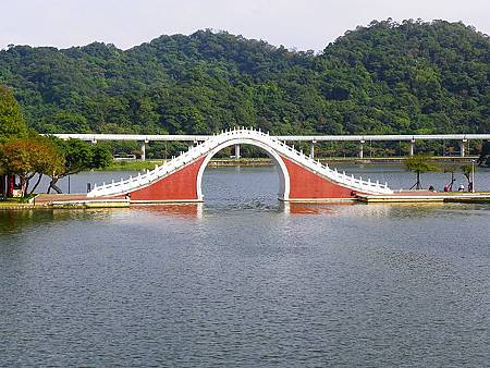 800px-Brocade_Belt_Bridge_in_Dahu_Park.jpg