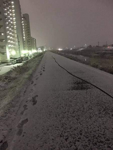 2017/1/15河堤上的雪