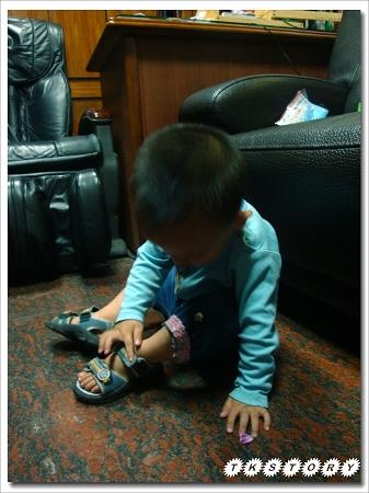 20100513-自己穿鞋~03.jpg