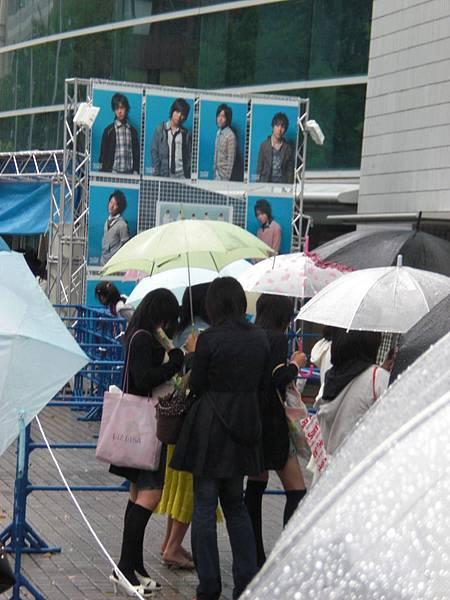 0503橫濱八點半開始排買週邊