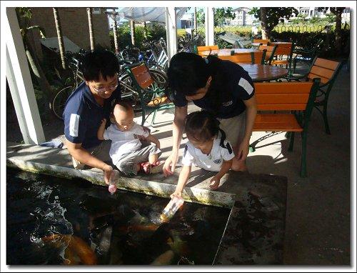 0712-童話村餵魚喝ㄋㄟ~12.jpg