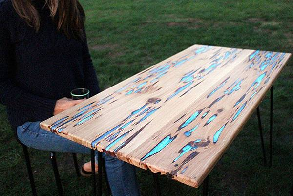 adaymag-glow-in-the-dark-table-will-be-the-most-awesome-diy-idea-01