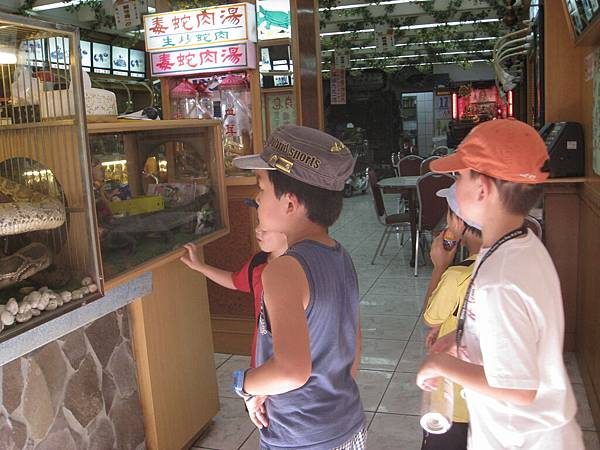 2011年兒華夏令營seession1龍山寺臉譜個人照片 035.jpg