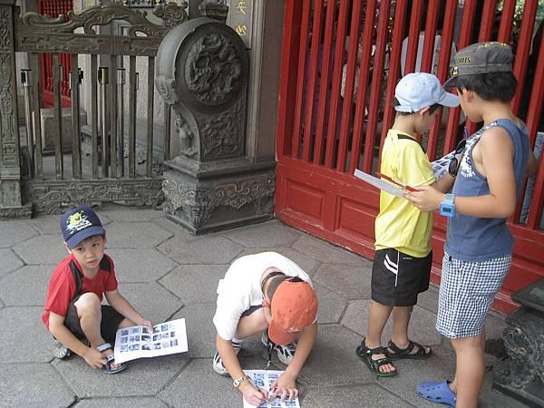 2011年兒華夏令營seession1龍山寺臉譜個人照片 019.jpg