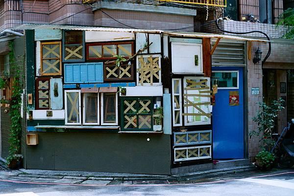 被颱風耍的閑隅小店像是一顆粽子