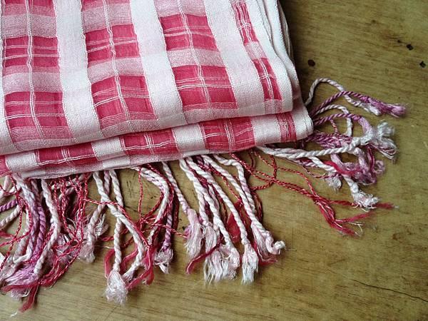 植物手染蠶絲圍巾:胭脂紅