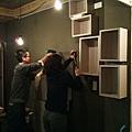 而我們正在趕工裝室內木箱!忙到隔天開幕前一小時