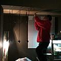 老水電正在趕工裝電燈,距離開幕時間16小時