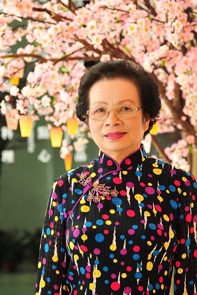 旗袍上的梅花造型花釦