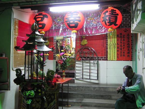 18從積善宮外部拍進去(神明都定期為信眾辦事解惑的基地^^).JPG