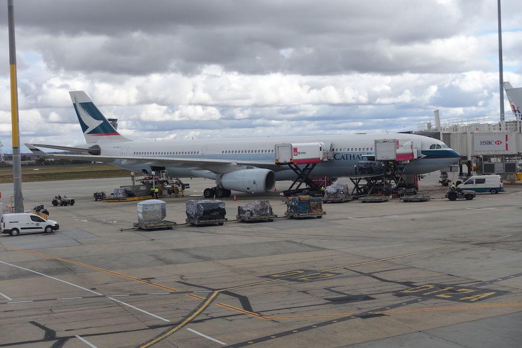 1155 DSC07555 B-HLS A330-300 FFL11092001 Should Be CX104 to HKG.JPG