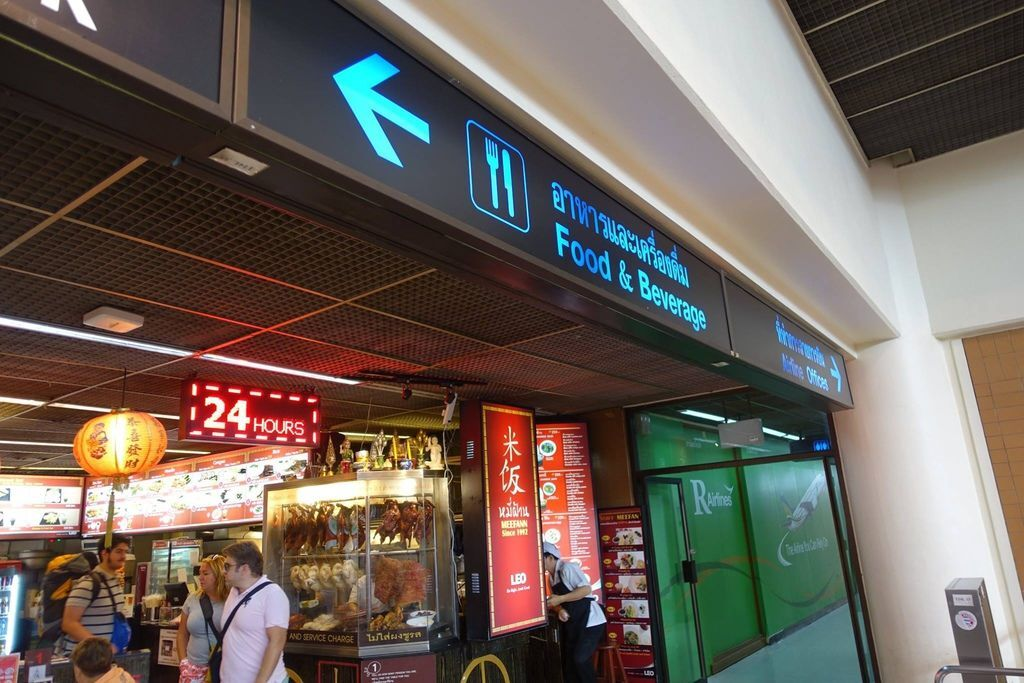 0939 DSC08155 Signs to Restaurants.jpg