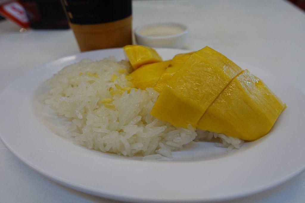 0940b DSC08167 Mango Sticky Rice and Iced Tea.jpg