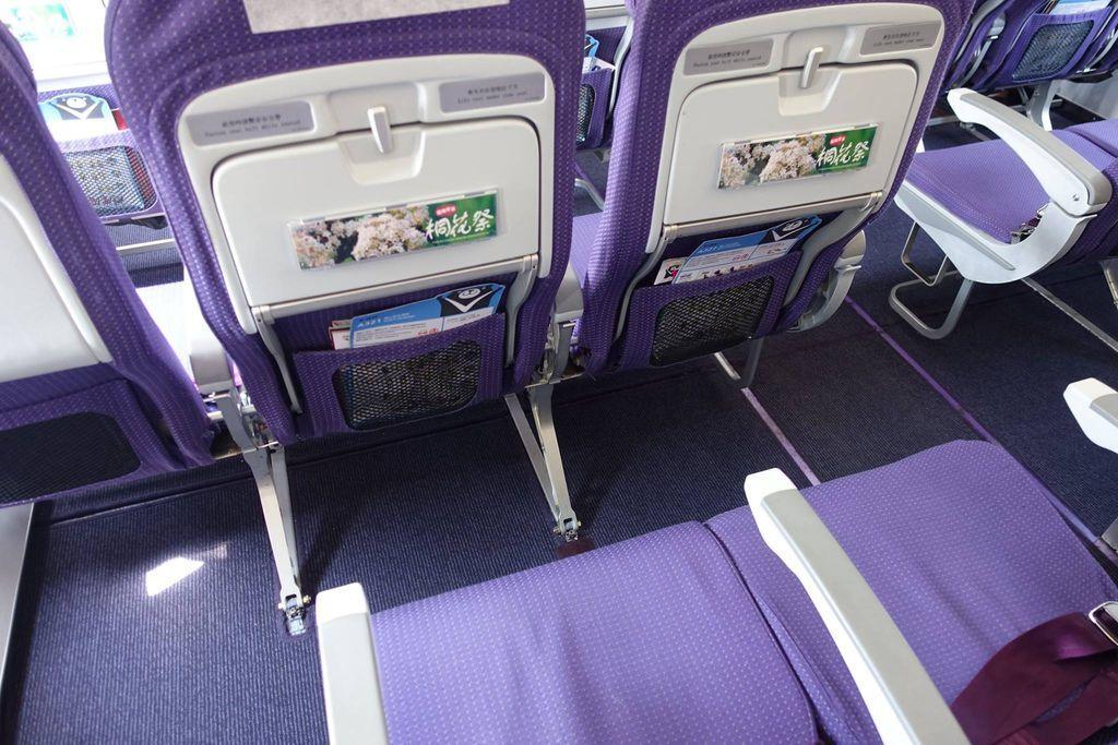 1215h DSC08202 Seat Pitch.jpg