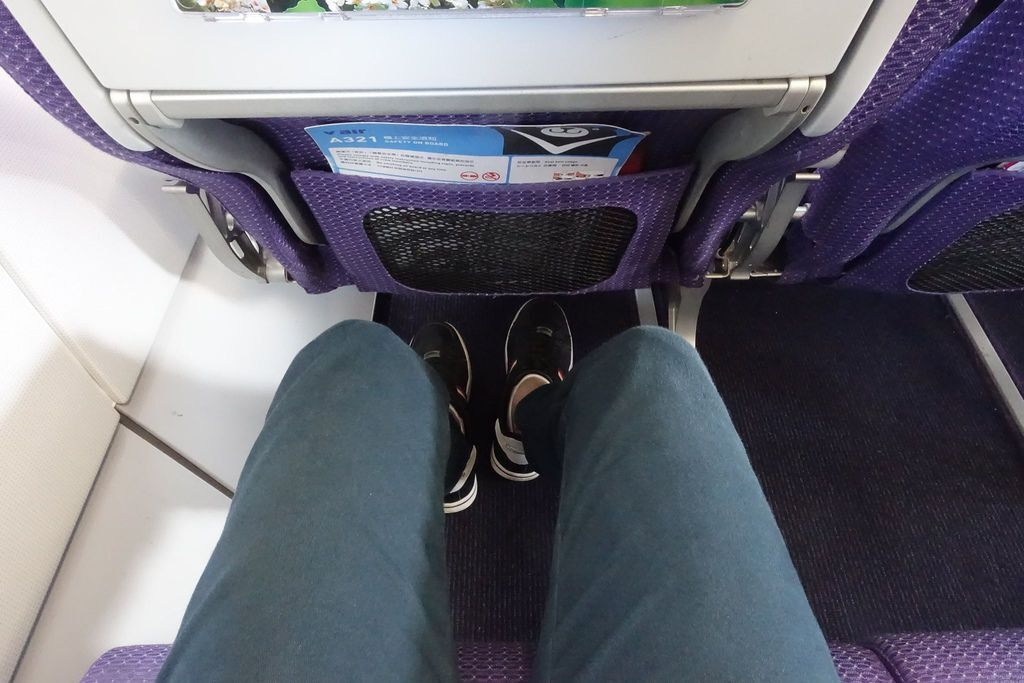 1215i DSC08212 Awesome 32 Inches Legroom.jpg