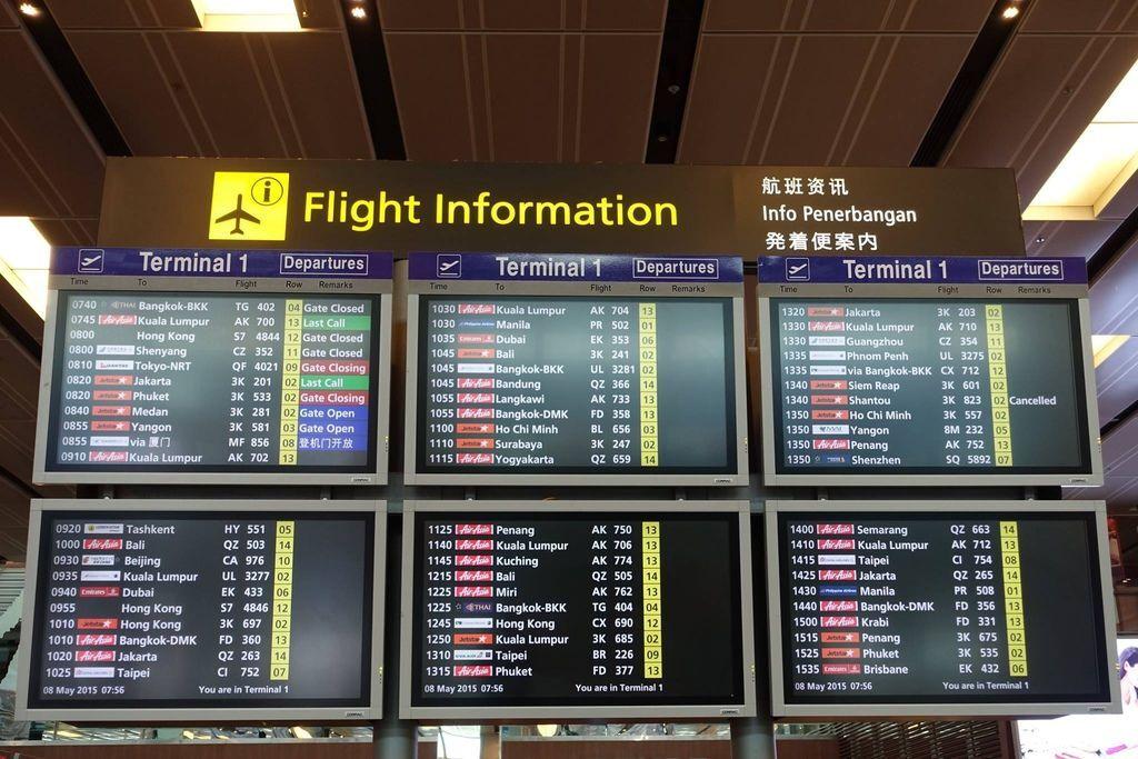 0756h DSC07725 Departure FIDS.jpg