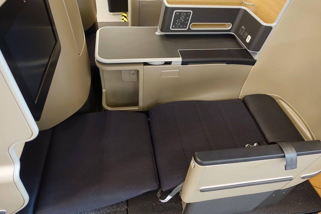 0808h DSC07730 Full Flat Seats.jpg