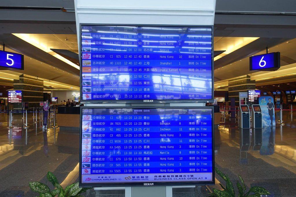 1122DSC08344 Departure FIDS.jpg