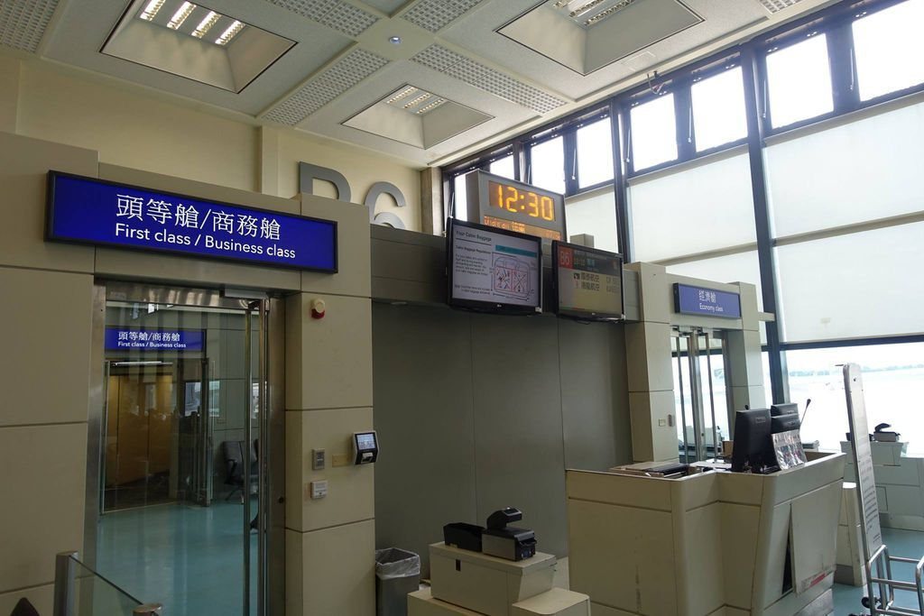 1232DSC08373 Boarding Slightly Delayed by 15 Min.jpg