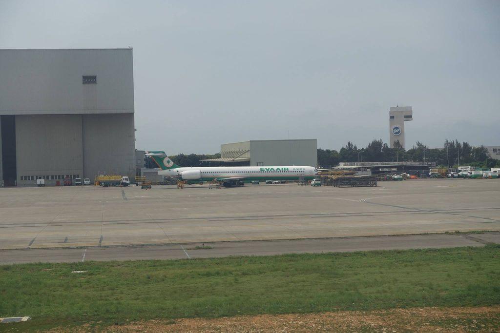 1338DSC08437 B-17925 FFL Jan 1997 MD-90.jpg