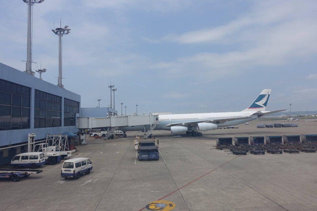 1314DSC08401 B-HXF A340-300 FFL240197.jpg