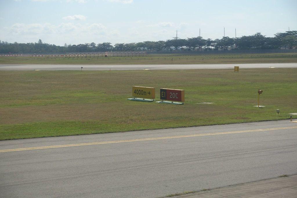1015DSC09518 Runway 20C