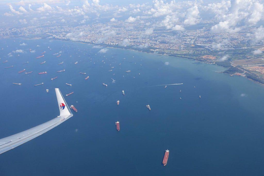1023DSC09527 Busy Port