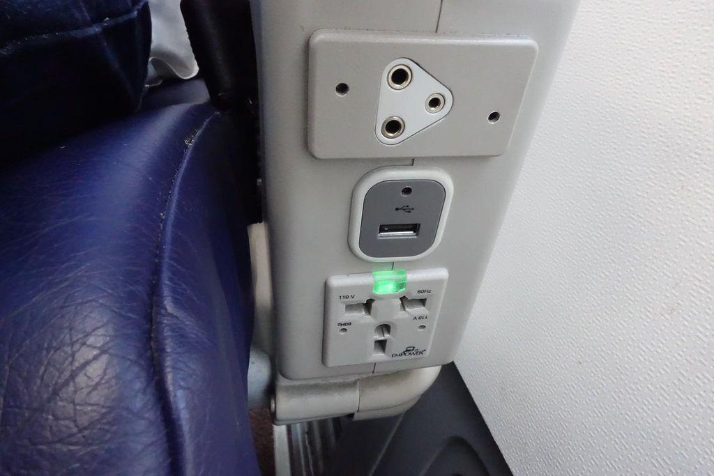 1027 09 DSC09554 Plugs