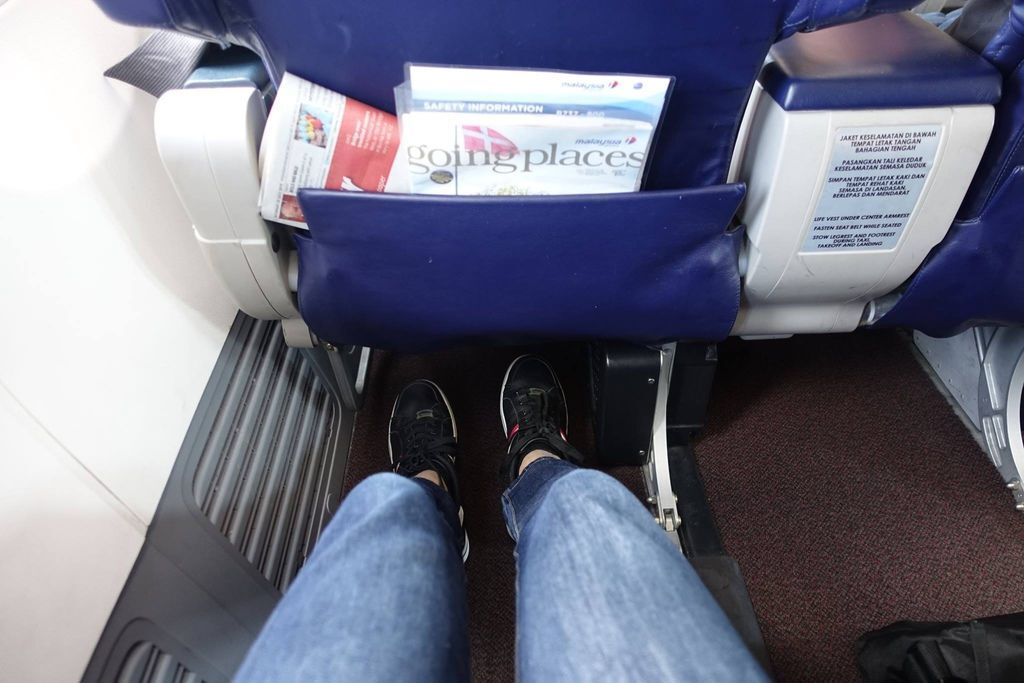 1027 11 DSC09512 Legroom