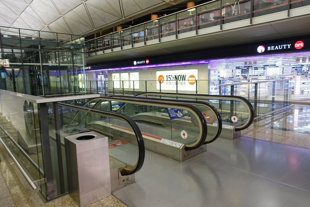 0000 05 DSC09946 Escalators Up from Arrival Level