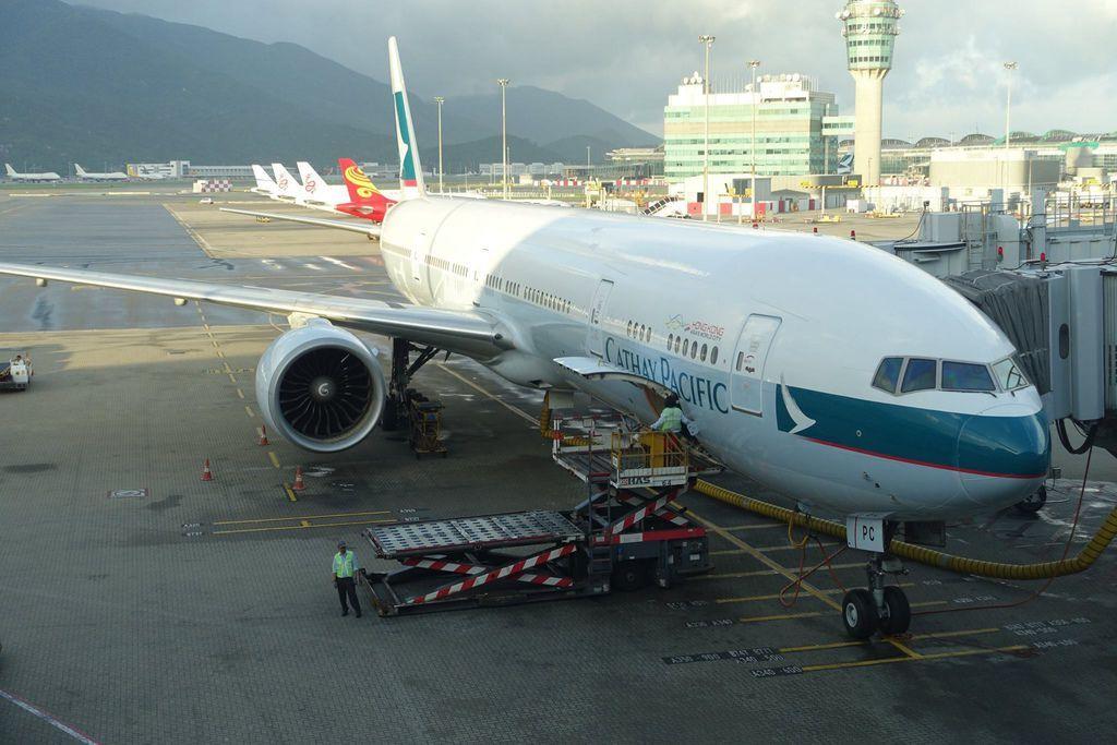 0644DSC09980 B-KPC CX548 HKG-HND