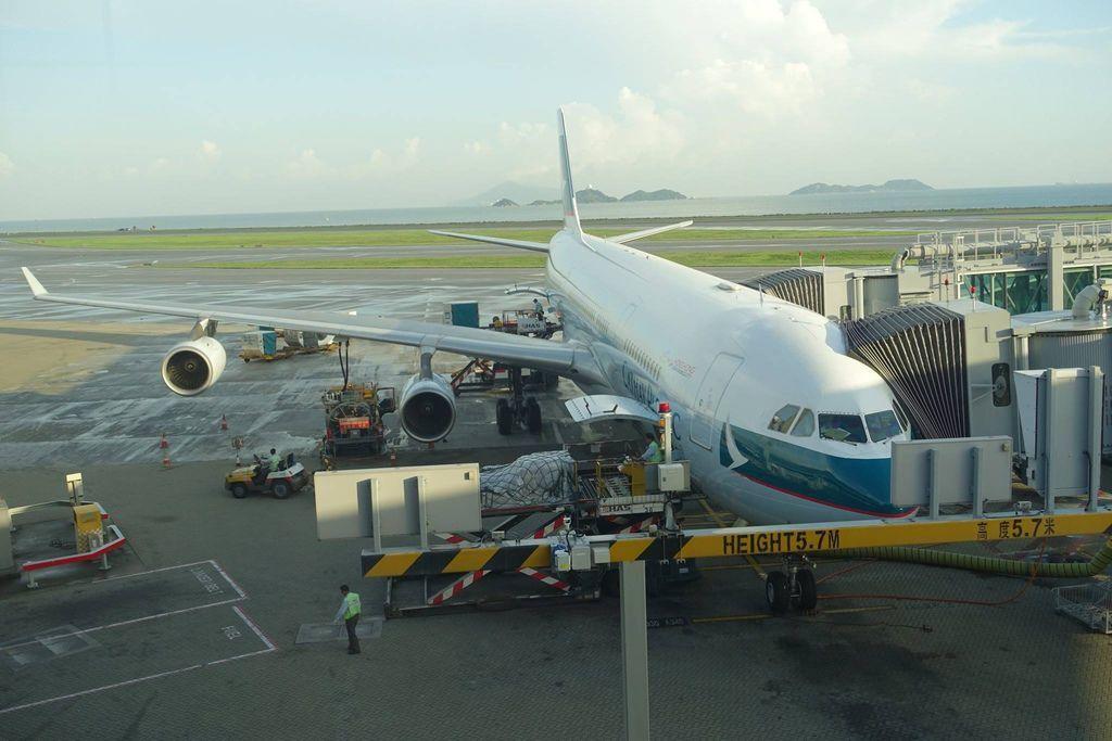 0651DSC09987 B-HXE CX496 HKG-TPE A340-300