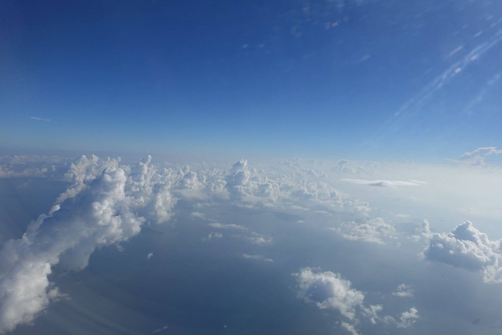 0801DSC00052 Airborne