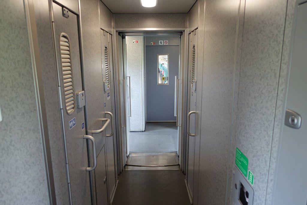 1223DSC00134 Passageway Between Carriages