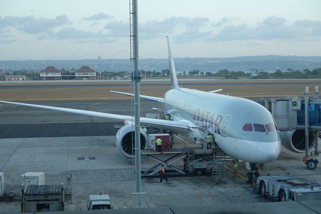 1804DSC00683 QR963 to Doha A7-BCN B787-8