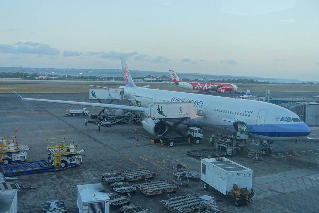 1812DSC00694 CI772 to Taipei B-18360 A333