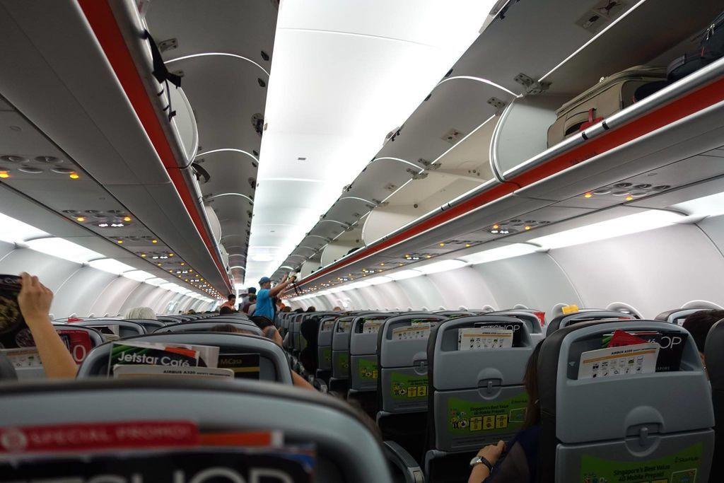 1841DSC00729 1844h Boarding in Progress