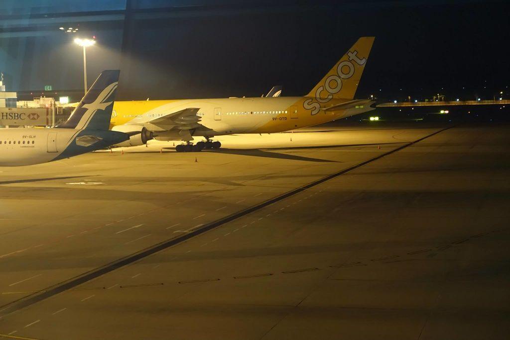 2353 DSC05692 Being Prepared for Departure 9V-OTD B777-200ER