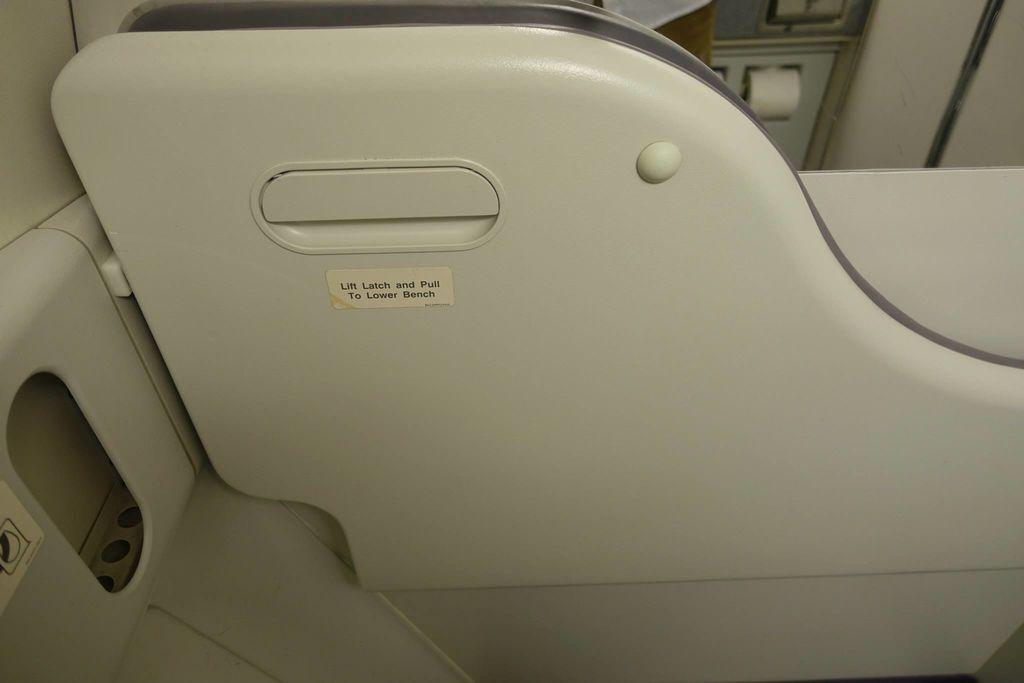 0118 DSC05747 Lavatory V