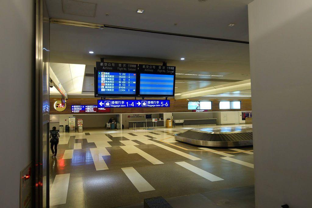 0539 DSC05861 Luggage Carousel Area